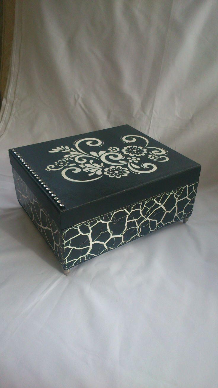 Caixa mdf pintada craquelê preto