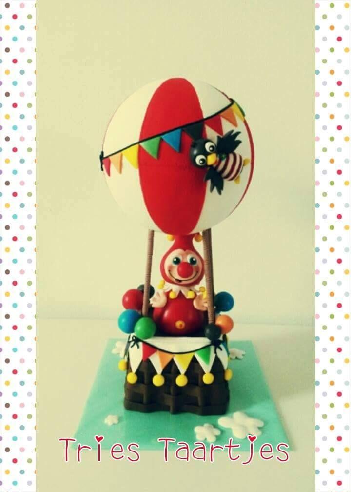 Tries maakte voor de verjaardag van haar zoontje deze taart van Jokie en Jet in de luchtballon.