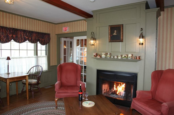 Fireplace Cranberry Inn of Chatham, Chatham, MA. Bed