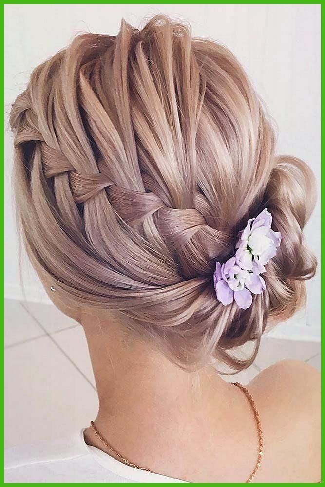 Elegant Chignons For Flottant Hair That Will Impress With Their Elegance And Simplici Styles De Coiffures Coiffure Cheveux Long Facile Coiffure Mariage Tresse