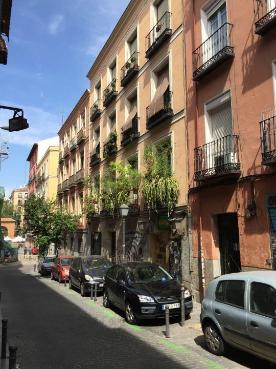 Some balconies in Malasaña, Madrid./Balcones de Malasaña.