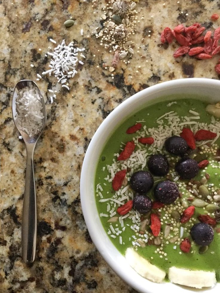Easy breakfast smoothie bowl   easy raw vegan recipe   coconut   (V+GF)