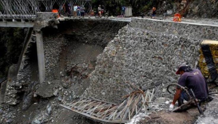 Badai Topan Nock-Ten Mengamuk Ribuan Warga Filipina Diungsikan  KONFRONTASI - Pemerintah Filipina mulai mengevakuasi ribuan warganya dan menutup puluhan pelabuhan pada Sabtu 24 Desember menyusul adanya angin topan kencang yang mengancam wilayah pantai timur Filipina tepat di hari Natal.  Nock-Ten diperkirakan akan membawa angin antara 203 hingga 250 kilometer per jam saat melintasi sepanjang wilayah Catanduanes. Yakni sebuah pulau terpencil yang memiliki penduduk berjumlah 250 orang di…