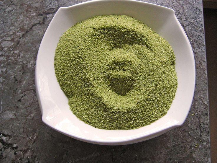 Basilikumsalz - 500g Salz, 125g frischer Basilikum. Ich denke die doppelte Menge Basilikum schadet auch nicht.