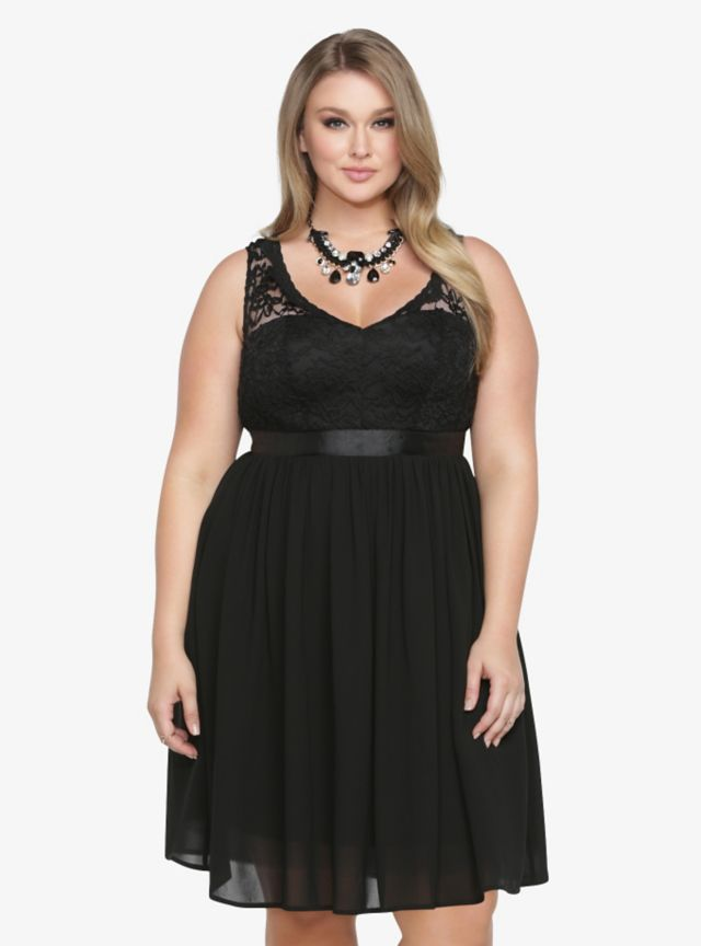 Every girl needs the right look for holiday season. This black beauty is the answer. Scalloped lace. Soft, free-flowing chiffon. Sweetheart neckline. You'll certainly make a bold fashion statement when you step out in this party frock.