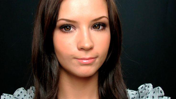 Нейтральный макияж, округляющий глаза =)