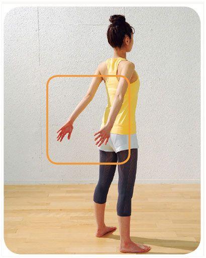 GRAU DE DIFICULDADE BAIXO  - voltando aos poucos. Exercícios para o braço. Esse tem variantes. A primeira é esticando os braços para trás e o forçando para cima e tentar mantê-los o mais alto que puder (5x). A Segunda é forçando os braços para dentro como se quisesse bater palmas (5x). O ultimo é fazer movimentos que imitam o abrir e fechar de uma torneira, mas as mãos devem estar abertas (5x para cada lado)