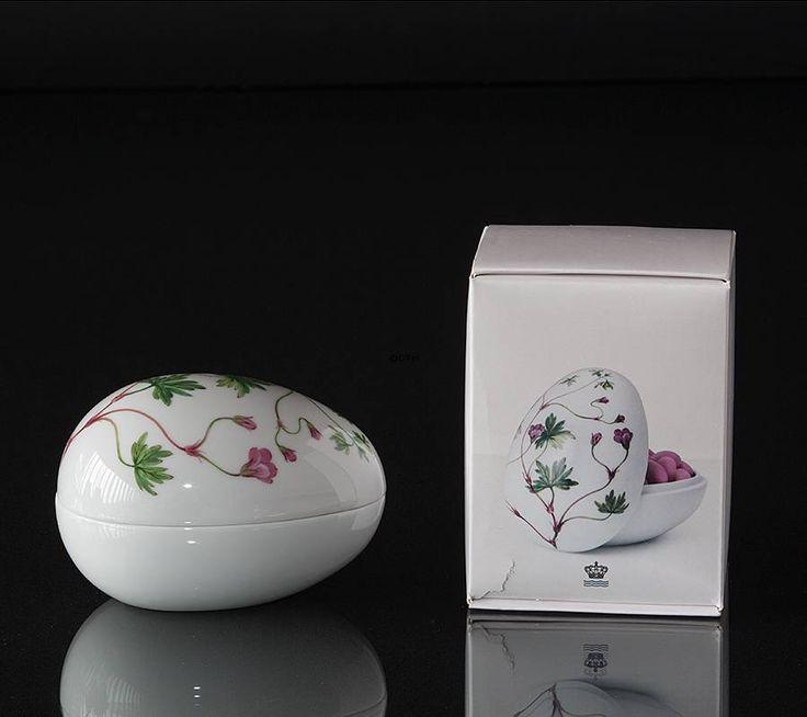 Lying bonbonniere with geranium, Royal Copenhagen Easter Egg 2016