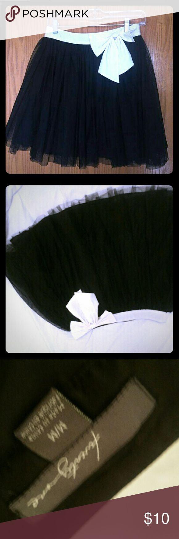 Tulle fun skirt Black tulle skirt with cream bow waistline Forever 21 Skirts Mini