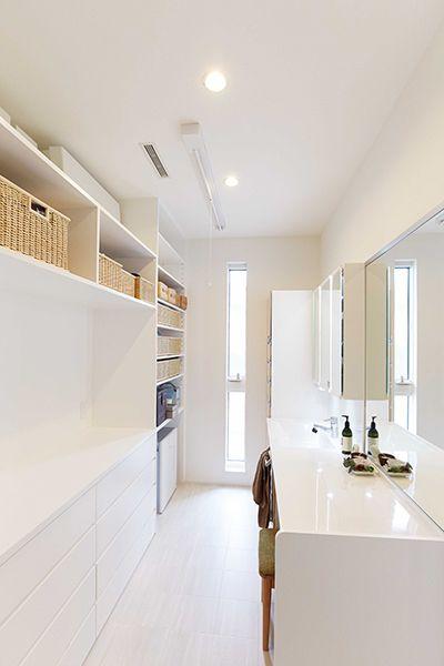 注文住宅の建て方を比較検討できるサイトを大手ハウスメーカー8社が運営しています。社員がこだわって建てたお宅を訪問する、『ハウスメーカー社員のおうちTips』。今回は、上手な収納設計で、家の中はいつもスッキリとした自慢のお宅を伺います。