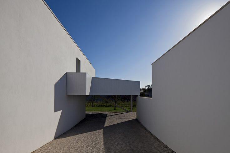 Row-Houses+in+Bom+Sucesso++/+Inês+Lobo+Arquitectos
