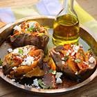 Zoete gepofte aardappel uit Amerika.De zoete aardappel, of de sweet patato, is een aan de buitenkant rode aardappel en aan de binnenkant oranje aardappel....