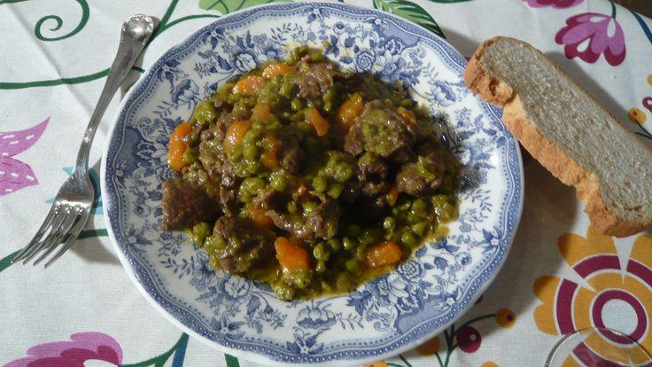 Receta paso a paso de Venado con guisantes y zanahoria de Los fogones tradicionales, un guiso con carne de caza, verduras y salsa suave de cerveza.