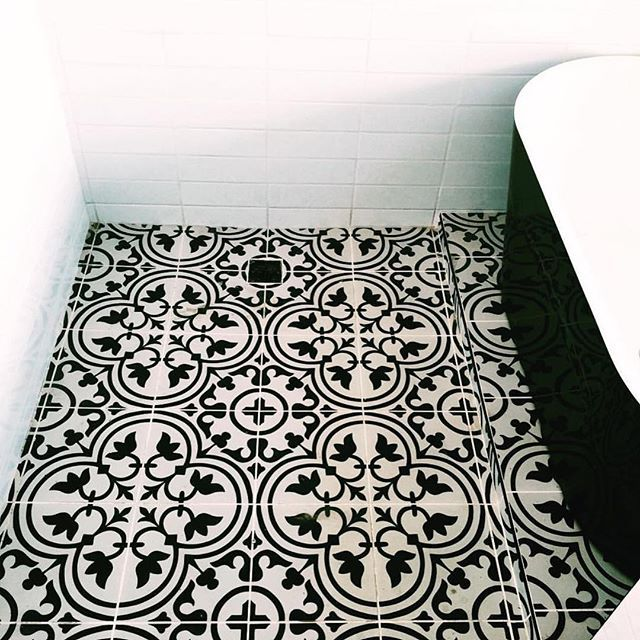 #mulpix Check out this GORGEOUS  #floor  #install using our Hydraulic collection from @apavisa! Shout out to @studiojhoiey, the fabulous designer. Thanks for choosing Spec, Jhoiey!  #tile  #ceramics  #floortile  #homedesign  #bathroom  #bathroomtile  #interiordesign  #architecture  #hospitalitydesign  #modern  #art