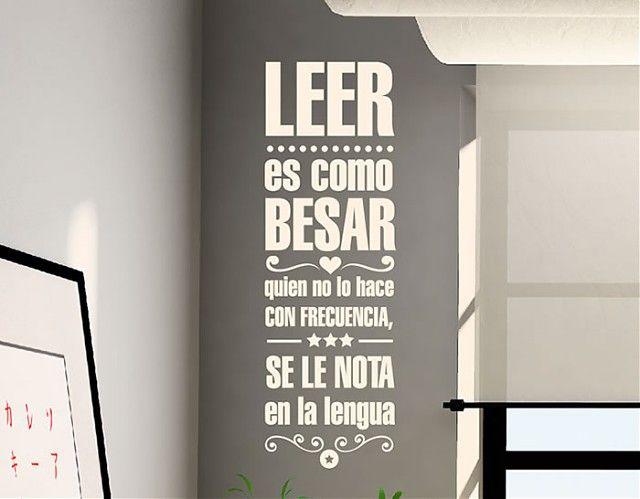 """#Vinilo #adhesivo con una original cita: """"Leer es como besar, quien no lo hace con frecuencia, se le nota en la lengua"""""""