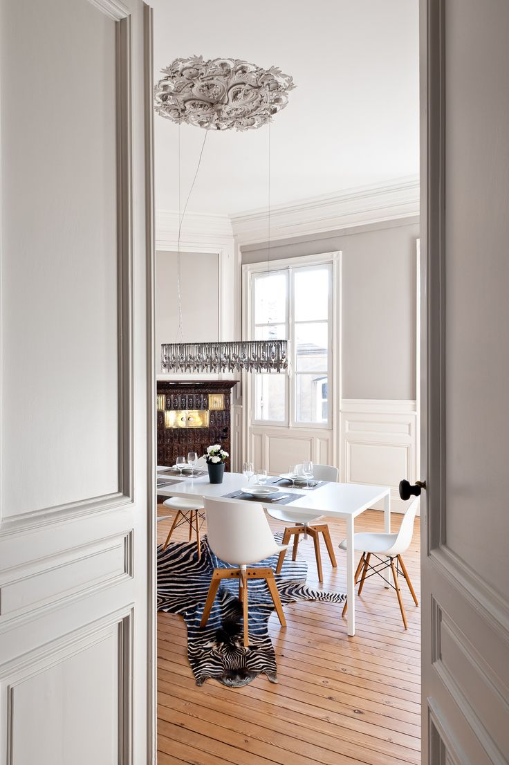 1000 images about salles a manger dining rooms on for Appartement haussmannien decoration