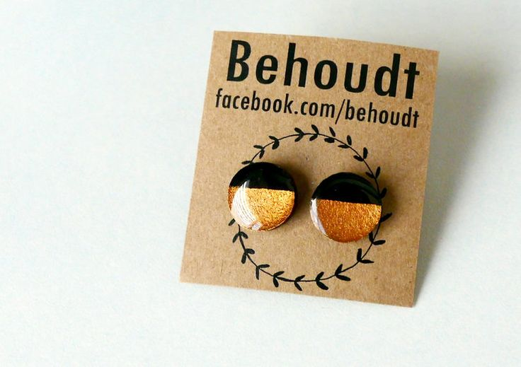 Black and gold wooden earrings by Behoudt