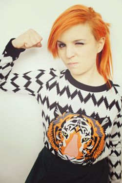 Emma Blackery does match her hair to her clothes!!! See? Orange tiger orange hair