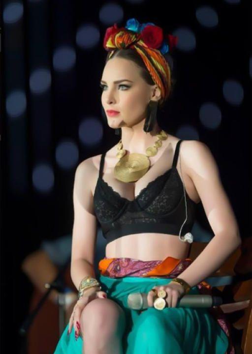 Luego de aparecer en los Premios Oye con un look muy llamativo, Belinda nos cuenta: `Me inspiré en los colores de México, en sus texturas´.