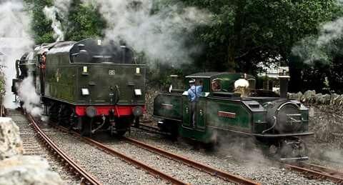 Locomotivas a vapor escocesas de diferentes bitolas. Foto - midcheshireman