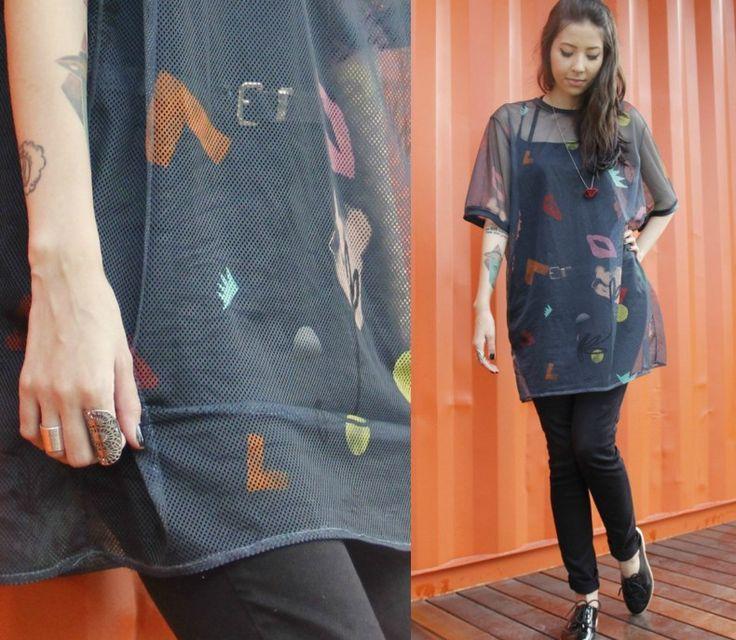 camiseta/vestido transparente com calça