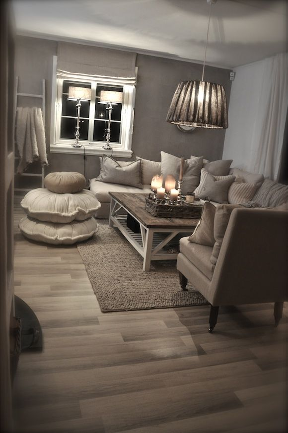 Cosy! I'd be scared of all the light grays with my little four-foots running around, yet it certainly is inviting.