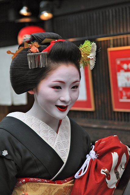 Maiko Mameharu during the sakkou period by Terry George on Flickr As Gion's tradition, Mameharu blackened her teeth with special coloring paste, styled her hair in sakkou, decorated it with crane...