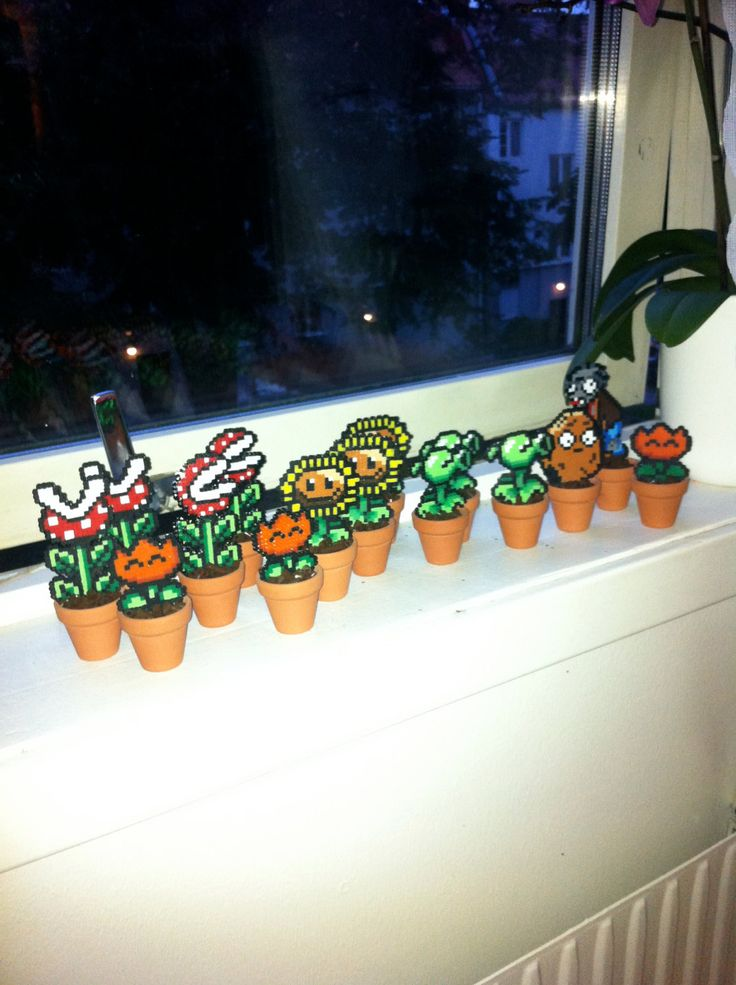 Mini pixel plants (Mario and Plants vs. Zombies) with pot - made from Hama mini.
