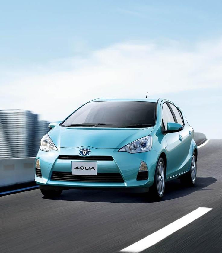 Good Toyota запустила продажи гибрида Aqua в Японии