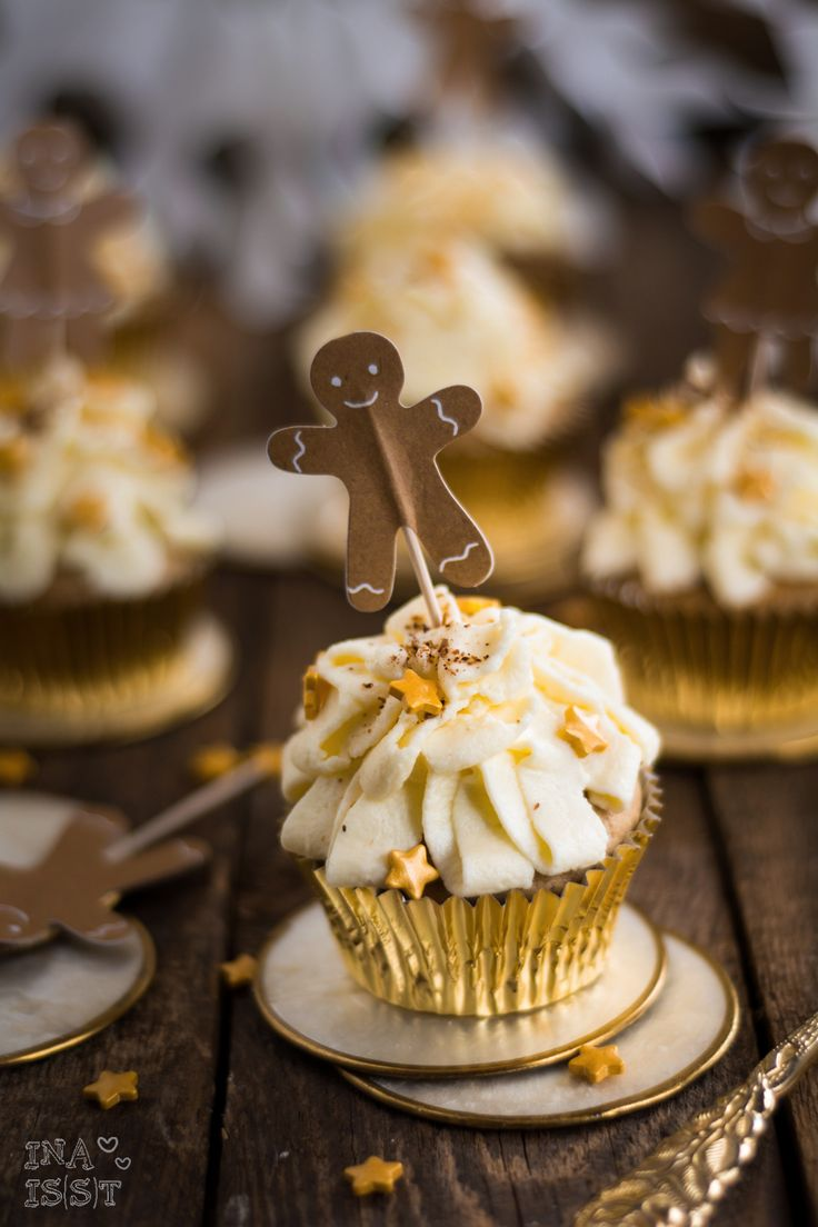 Gingerbread Cupcakes with vanilla topping /// Lebkuchen-Cupcakes mit Vanilletopping