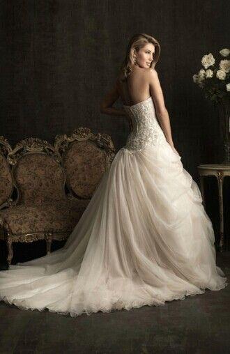 Halter wedding dress, elegant experience. More contact us.www.betterweddingdressonline.com