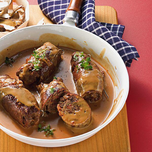 Die Steinpilze kommen in die Füllung und mit der Einweichflüssigkeit wird die Sauce gekocht. So geht nichts vom kostbaren Pilzaroma verloren.