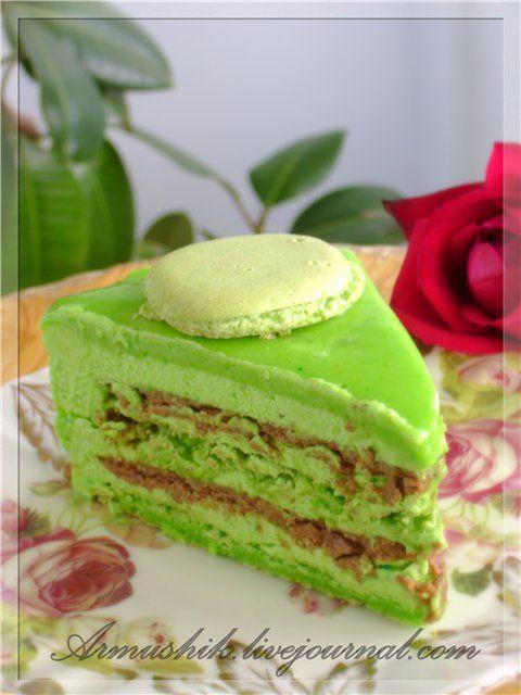Это мой первый Macaron и сразу в виде торта.))Это просто фантастически вкусный торт.Для меня,правда, немного сладковато,но ооочень вкусно. Да,калорийно,да сладко,но в этом месяце я специально почти ничего не пекла,чтобы насладиться кусочком этого лакомства. 1)ДЛЯ Macaron: 150г сахарной пудры 150 г…