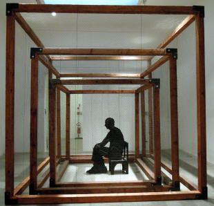 """Mario Ceroli, """"Centouccelli"""" (1967) legno e 3 gabbie per polli, dimensioni mt. 3,1x3,1x3,1"""