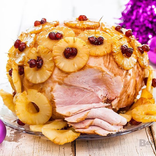 Looking for a Christmas Ham Recipe to wow your friends and family at your Annual Christmas Feast🍴? Try out our super easy 4 Ingredient Recipe via the link in our bio 👆🏻 #thatsbetta #beabettacook #4ingredients #christmasham #hamglaze #foodie #food #christmasrecipes #christmasfeast #christmaslunch #easyrecipes #simplemeals #yum #yummy