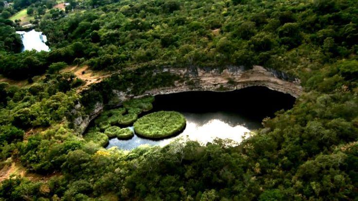 El Cenote del Zacatón, enorme cueva de paredes verticales en Tamaulipas, México