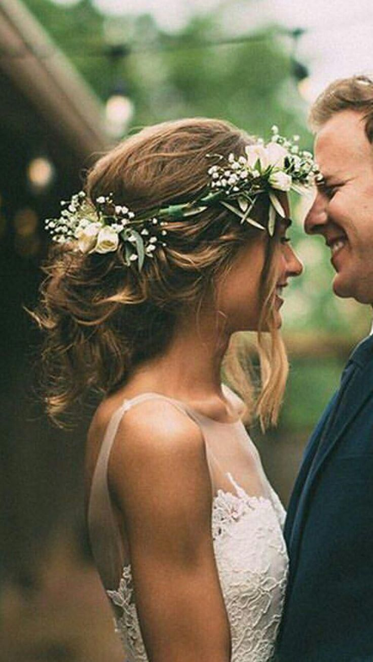 We are in LOVE with this flower crown. What a beautiful touch to her complete her boho look! #shortweddinghair