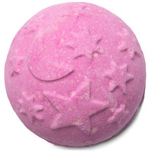 Recreate the magic of a starry night in your bath water with clouds of lavender and tonka absolute to fight the demons of insomnia and soothe your stressed out body and mind. Our most relaxing Bath Bomb yet, Twilight is our gentle, reassuring hug for the bath to transform you from worn out to warm and fuzzy. It changes color like the sky at dusk, from pinks to purples and darker still. Lay back in the comforting herbal waters to soak your troubles far, far away.
