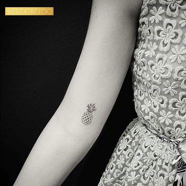 Best Tiny Tattoo Idea - Pineapple princess @drag_ink #west4tattoo... Check more at http://tattooviral.com/tattoo-designs/small-tattoos/tiny-tattoo-idea-pineapple-princess-drag_ink-west4tattoo/