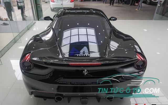 Ngay sau khi có mặt tại Hà Nội, xe đã được chủ nhân cho đi làm đẹp và dán film bảo vệ.
