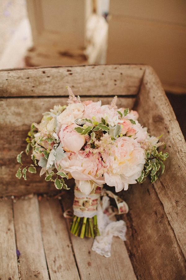 pink wedding bouquet http://www.weddingchicks.com/2013/10/28/vintage-wedding/