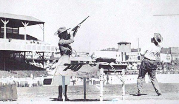 Самый меткий стрелок среди женщин – Энни Оукли (37 фото)