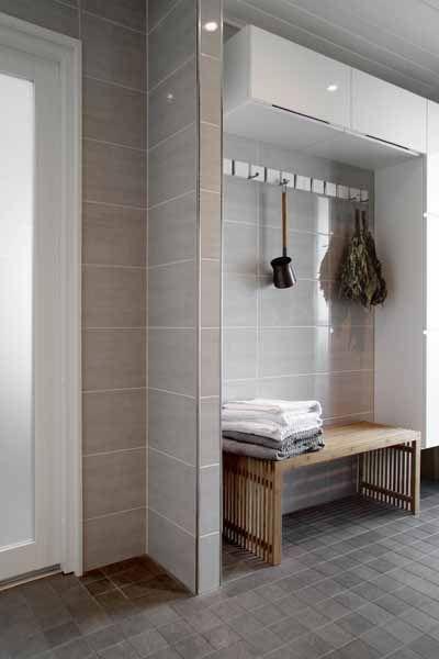 Pukuhuoneeseen penkki ja kaappitilaa Asuntomessut 2012 | Kaakelikeskus