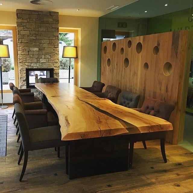 Live Edge Table For A Hotel In Solden Austria Schifoahn Kuletische Stammdesign Interior Holztisch Tisch Massivholztisch Design Massivholztisch Tisch