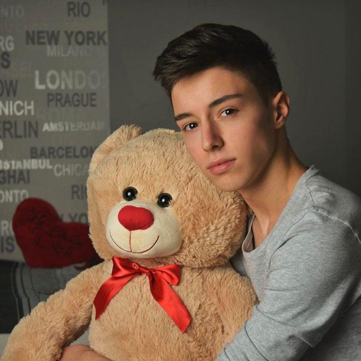 Who wants to be my valentine?♥️ #love #valentines #teddybear #happy #heart #february #potd #me #boy #red