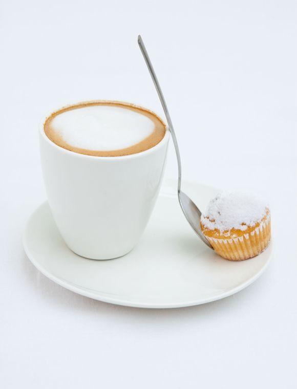 Schöner Mini Becher ohne Henkel in elfenbein/weiß. Der kleine Espresso Becher ist Spülmaschinen und Mikrowellen geeignet. Weitere schöne Produkte von VTWONEN zum Thema Geschirr finden Sie hier. Stöbern Sie in unserer Kategorie Küche und lassen Sie sich inspirieren.