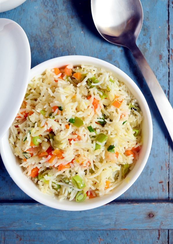 Easy veg fried rice recipe: Very easy veg fried rice recipe,very flavorful and delicious with very simple ingredients,no sauces,recipe@ http://cookclickndevour.com/2015/02/quick-veg-fried-rice-recipe.html