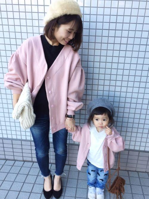 親子リンクコーデ♡ ピンクのカーディガンがおそろい✨ Instagram→_tomomi18