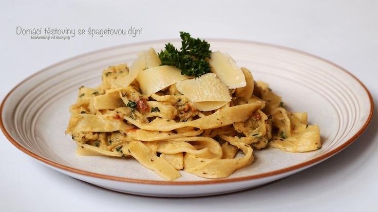 Domácí těstoviny, špagetová dýně, sušená rajčata
