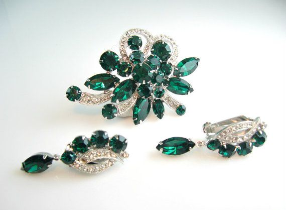 Hey, I found this really awesome Etsy listing at https://www.etsy.com/listing/214505797/eisenberg-brooch-earrings-set-emerald